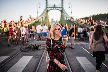 A hídon augusztus végétől újra villamosok dübörögnek és autók zajonganak, aki nélkülük szeretné látni a hidat, az most használja ki a lehetőséget.