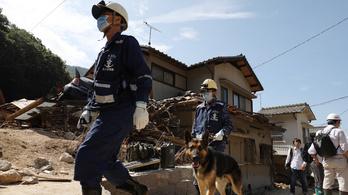 Már 216 halottja van a japán ítéletidőnek