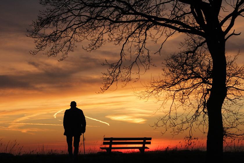 A magány veszélyes népbetegség: ezt a korosztályt különösen fenyegeti