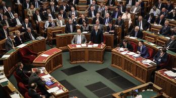 Kizsarolta a Fidesz az ellenzék támogatását a fizetésemelésről
