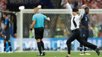 A Pussy Riot berohant a pályára, leállt a játék a vb-döntőn