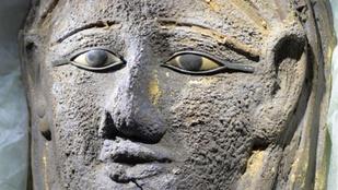 Aranyozott múmiamaszkot találtak Szakkarában