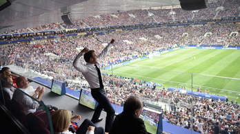 Macron bemutatta, hogyan kell egy vb-címet ünnepelni
