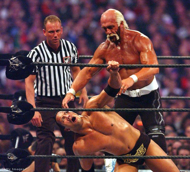 Hulk Hogan és a Szikla (The Rock) a Wrestlemania X8-on