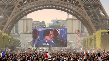 Jó poénnal vágott közbe egy játékos Macron öltözői beszédébe