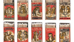 Részeg macskás gyufásdobozok