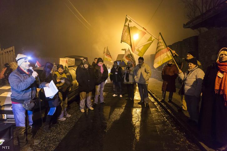A Nem adom a házamat mozgalom demonstrációja Budapesten, Csányi Sándor, az OTP Bank elnök-vezérigazgatója háza előtt