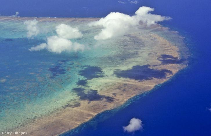Felhőpamacsok a Nagy-korallzátony egyik szakasza fölött