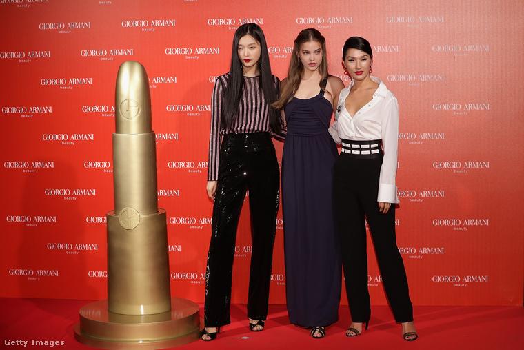 A reklámozásban a segítségére volt két helyi kolléganője is, Kim Sung-Hee és Nicole Warne...