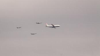 Három vadászgép kísérte haza a horvát válogatott gépét