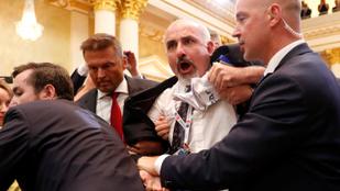 El se kezdődött, máris balhé volt Trump és Putyin sajtótájékoztatóján