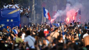 Több százezres tömeg fogadta a világbajnok franciákat Párizsban