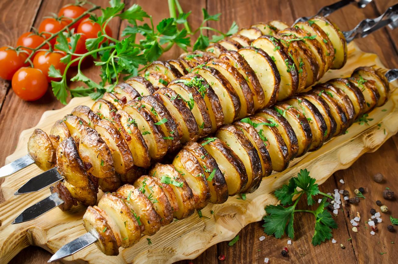 Ropogós, fűszeres krumplinyárs: sütőben és grillen is megsütheted