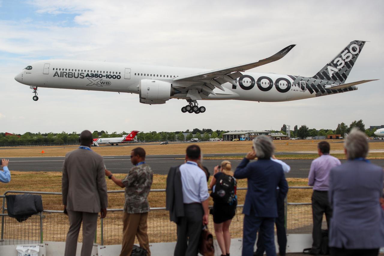 Hosszú, hosszabb és Airbus SE A350-1000.