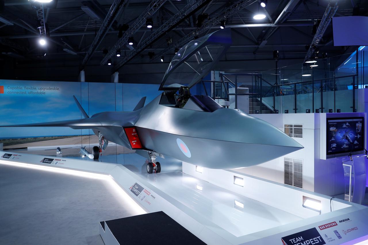 A nyitónapon (július 16-án) bemutattak egy új, brit fejlesztésű vadászgépet. A Tempest egyelőre csak mint statikus modell szerepelt a légibemutatón.