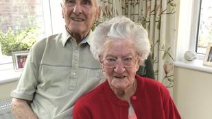 70 éve egyetlen éjszakát sem töltött külön ez az idős házaspár