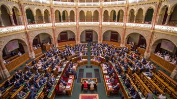Az ellenzék jó része is megszavazta a képviselők fizetésemelését