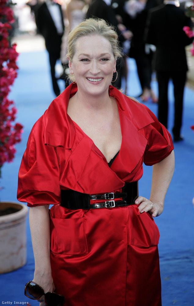 Haladjunk is tovább Meryl Streepre, aki szintén nem változott sokat, maximum talán csak még jobban néz ki