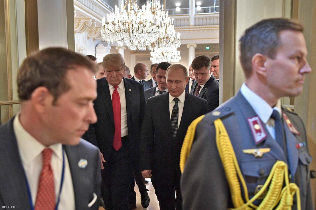 Donald Trump és Vlagyimir Putyin a helsinki elnöki palotában közös sajtótájékoztatójuk után, 2018. július 16-án