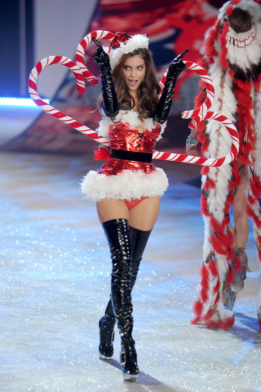 Palvin Barbara a Victoria's Secret egyik angyalaként 2012 novemberében, a fehérneműcég nagyszabású show-ján.
