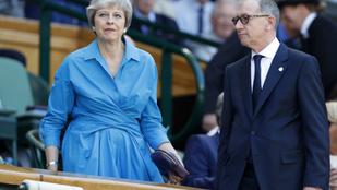 Theresa May csatát nyert, de a háborúban rosszul áll