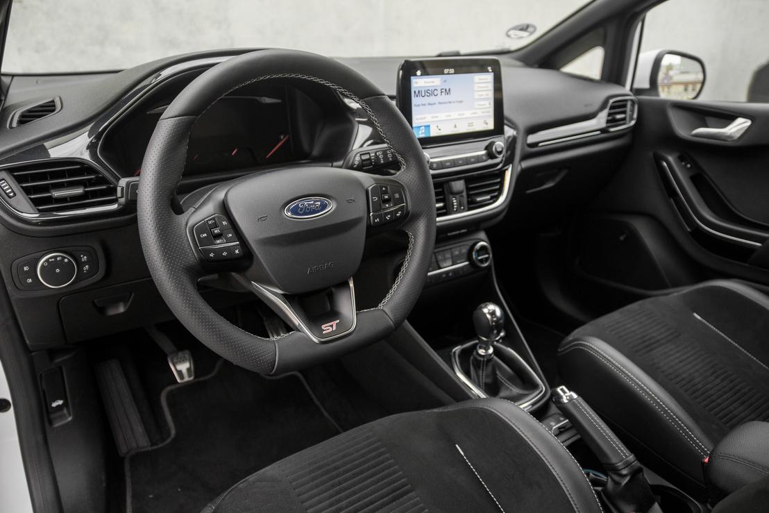 Az üléspozíció jó, de nem olyan átütő, mint egy Civic Type-R-ben