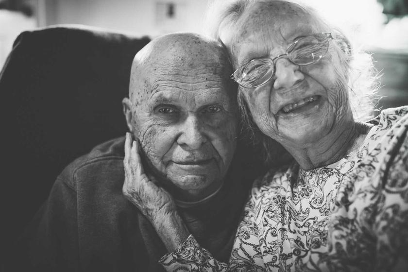 - A nagyszüleim a példaképeim, mert minden nehézséget úgy vészeltek át, hogy közben egyetlen pillanatra sem engedték el egymás kezét - mondta unokájuk.