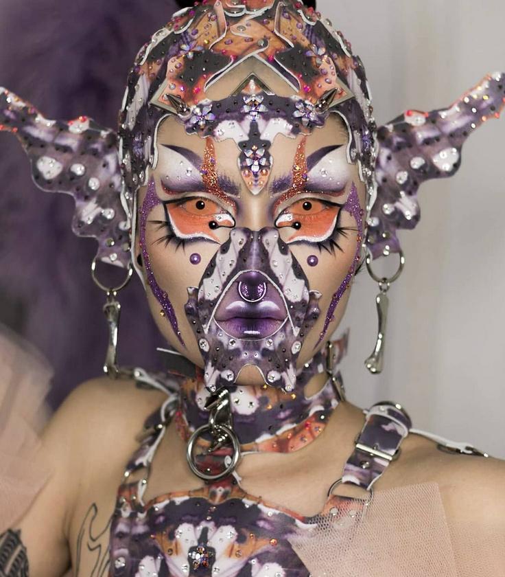 Még egy fotó Björk tanítómesterétől: Hungry Instagramjáért kattintson ide, mindenképpen érdemes felkeresni! És kellemes, organikus rémálmokat kívánunk önnek is.