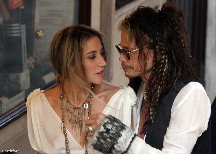 A zenész először elvitte vacsorázni az asszisztenséből lett barátnőjét.