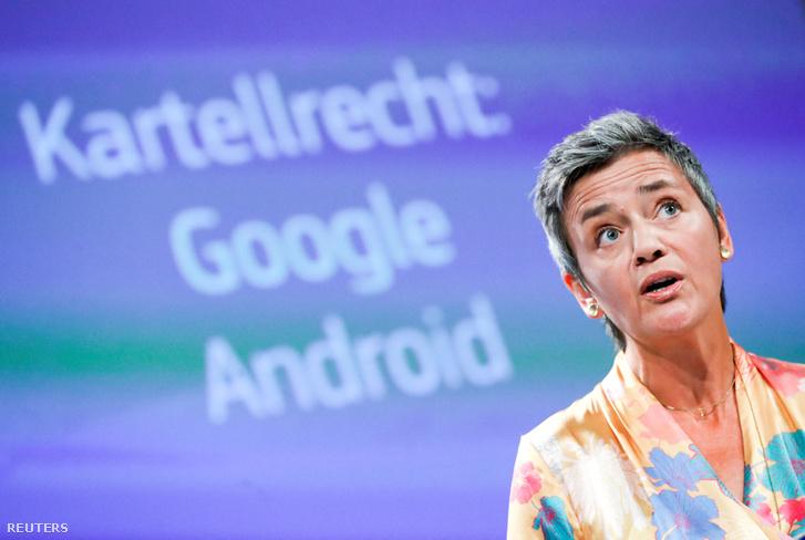 Margrethe Vestager a brüsszeli sajtótájékoztatón