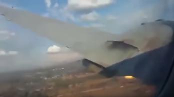 A repülőről vette fel egy utas, ahogy lezuhan a gépük