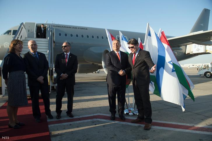 Orbán Viktor érkezik a Ben Gurion repülőtérre