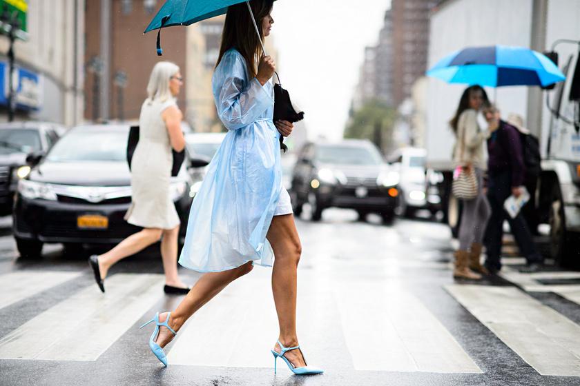 Nőies szettek esős nyári napokra: jobb kedvre derítenek, ha rossz az idő