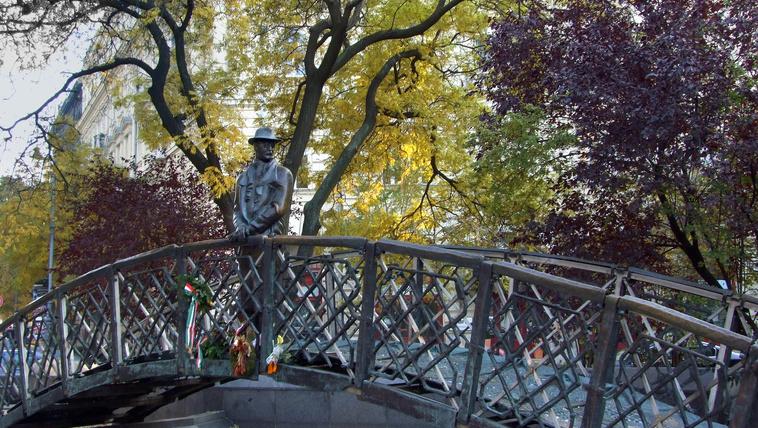 Tiltakoznak a Nagy Imre-szobor áthelyezése ellen