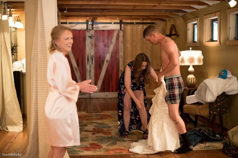 A lány azzal az ötlettel állt elő, hogy a testvérét is felöltöztetni menyasszonynak, és a srácot küldi ki a vőlegényhez.