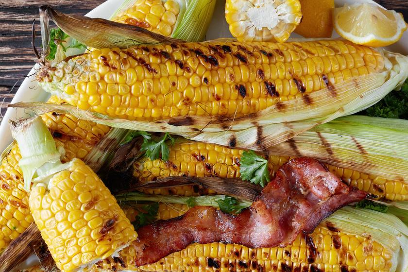 Grillen sült, fűszervajas kukorica: finomabb, mint főzve