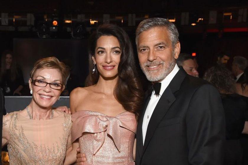 George Clooney feleségével és édesanyjával.