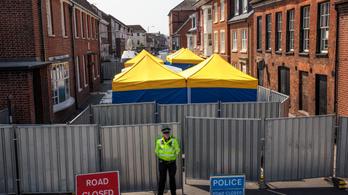 Álnéven, repülővel hagyhatták el Nagy-Britanniát a novicsokos támadás gyanúsítottjai