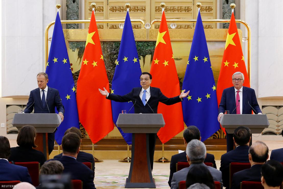 Donald Tusk, Li és Jean-Claude Juncker Pekingben, 2018. július 16-án - Kína és az EU egyre közelebb kerül egymáshoz