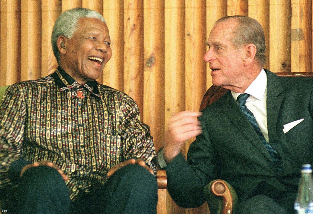 Fülöp herceg Nelson Mandela dél-afrikai elnökkel beszélgetett 2000-ben.