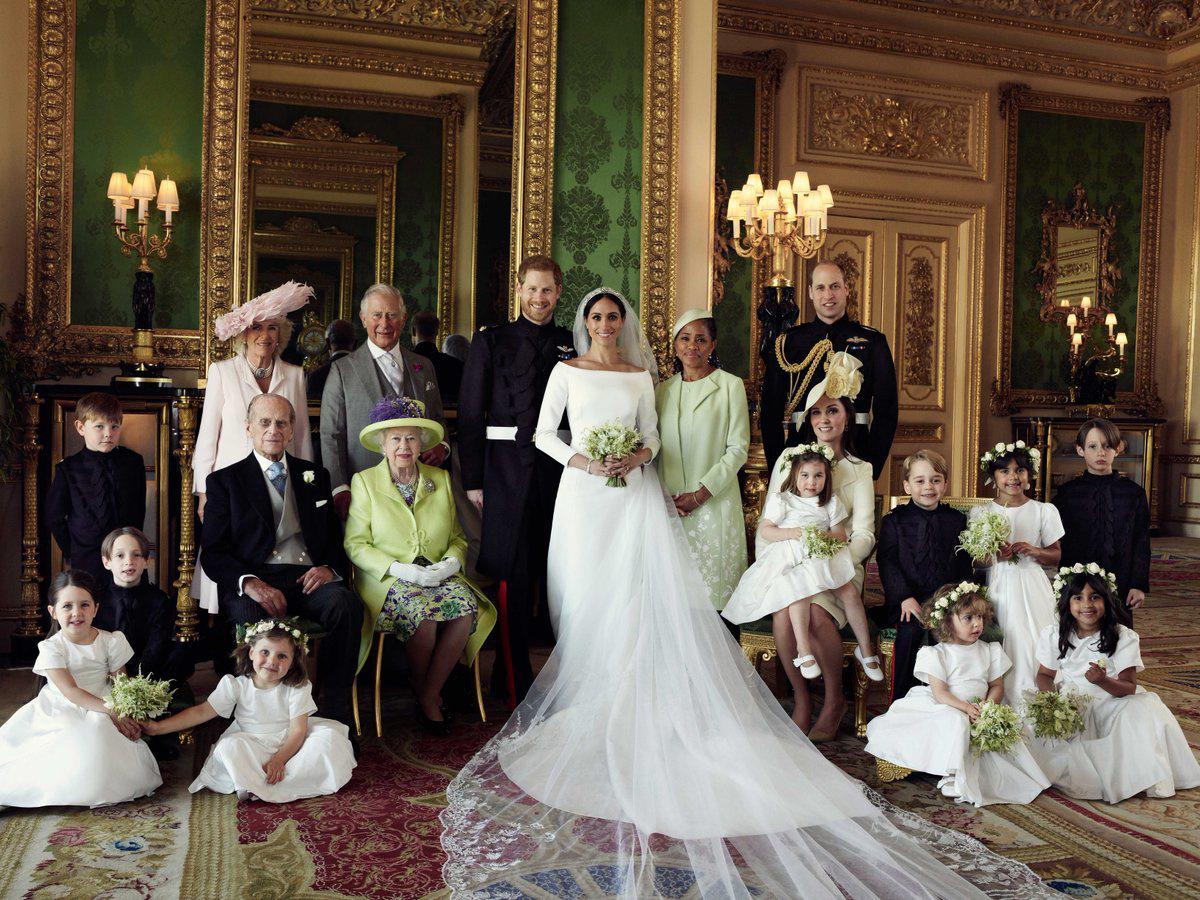 2018 májusában Harry herceg és Meghan Markle esküvője után állt össze egy közös fotóhoz a királyi család.