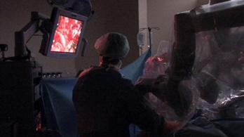 Robot operált a Telki Kórházban