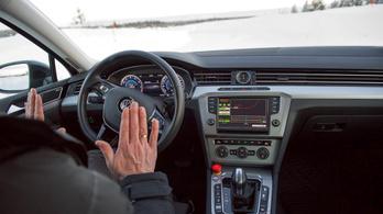 Ötből négy magyar férfi szívesen venne önvezető autót