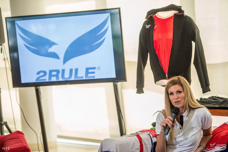 Kővári Ágnes vezérigazgató a 2Rule új magyar sportruházati márkát bemutató sajtótájékoztatón a Fröccsterasz étteremben, Budapesten, 2018. július 20-án.