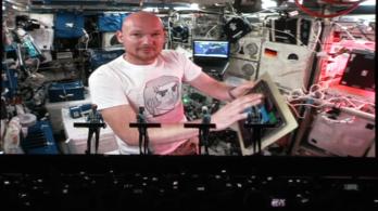 Egy német űrhajós élőben jelentkezett be a Kraftwerk koncertjén