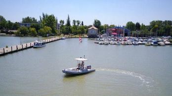 Öt embert kellett kimenteni a viharban a Velencei-tóból
