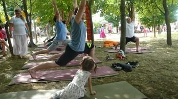 A meditáláson kívül mindent csinálunk a gyerekkel