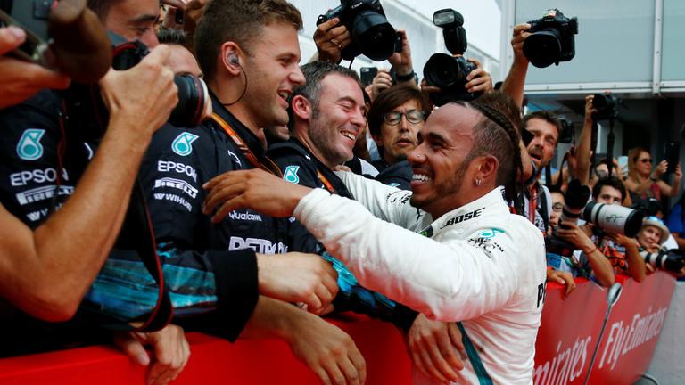 Eső és Vettel-kiesés után Hamiltoné a Német GP