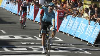 Megütött egy másik versenyzőt, kizárták a Sky egyik kerékpárosát