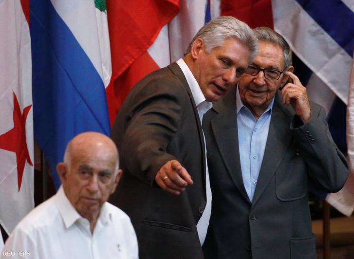 Díaz-Canel és Raul Castro
